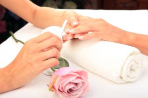 Manicure klasyczny i pielęgnacja dłoni