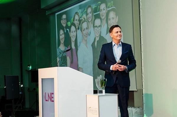 Krzysztof Ibisz jako prowadzący Galę Konkursu Kosmetyczka Roku 2015